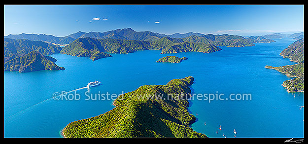 Marlborough Sounds Tourism NZ by Rob Suisted